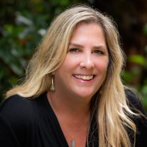 Cindy Stone headshot